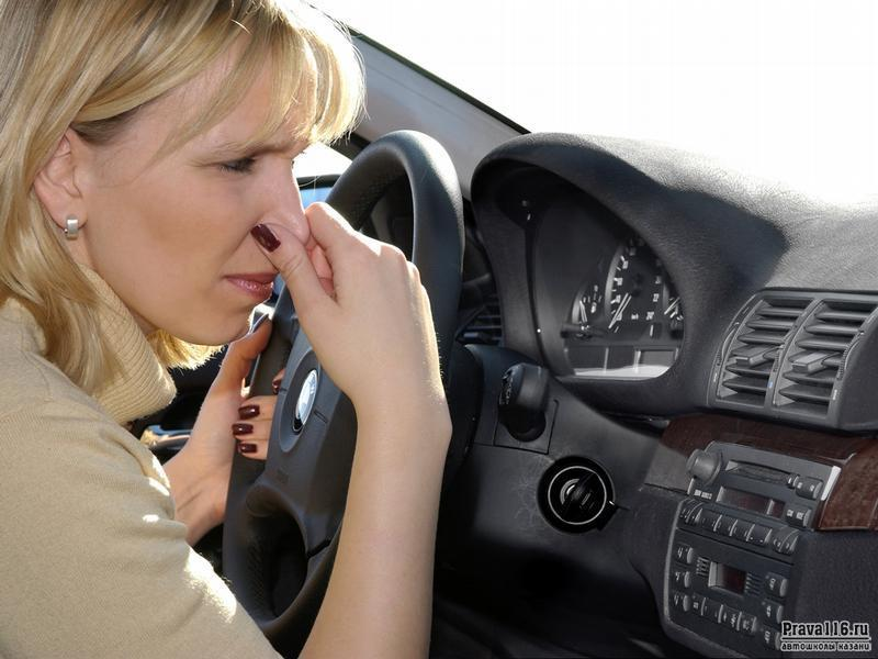 Как избавиться от неприятного запаха в авто